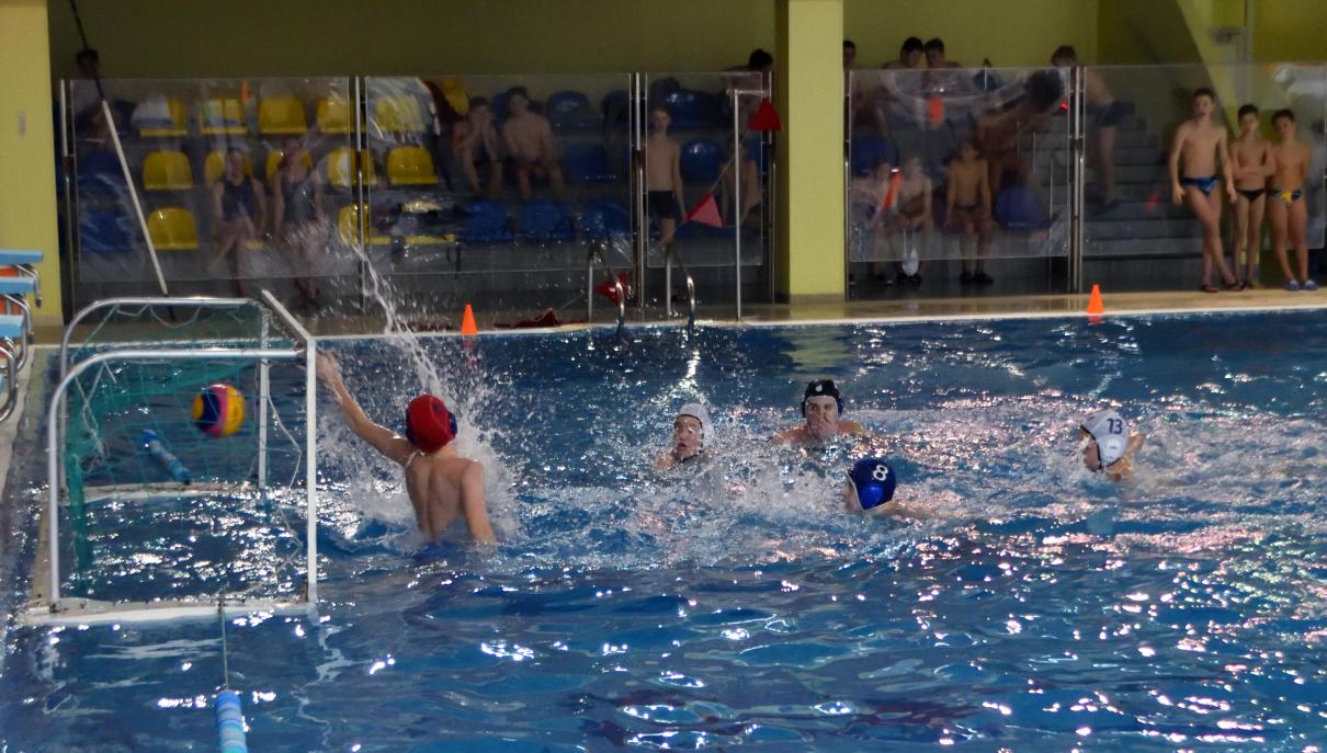 Команда «Янтарь» лидирует на первенстве СЗАО по водному поло