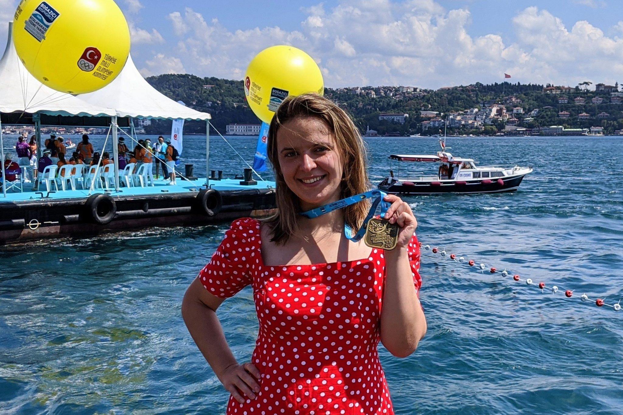 Воспитанница Школы Плавания Mad Wave переплыла Босфор