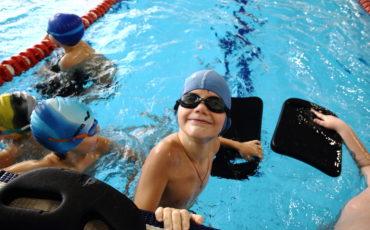 Тренировочные занятия Школы Плавания Mad Wave в прямом эфире